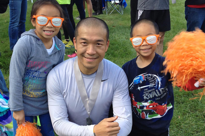Team Fox athlete and MJFF Patient Council member Jimmy Choi with his two children at a Team Fox event.